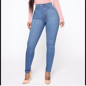 Classic High waist Medium wash blue jeans
